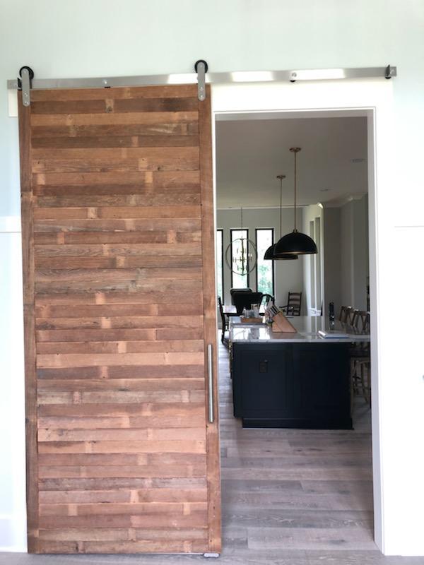 Contour barn Door